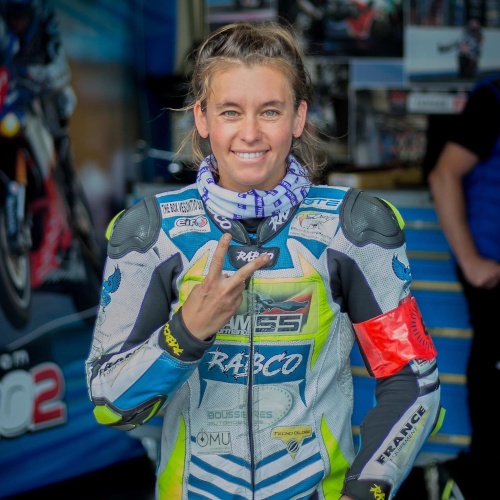 Amandine Creusot est la nouvelle pilote du team Fille Au Guidon et sera la seule femme à participer aux 24h du Mans Motos 2021